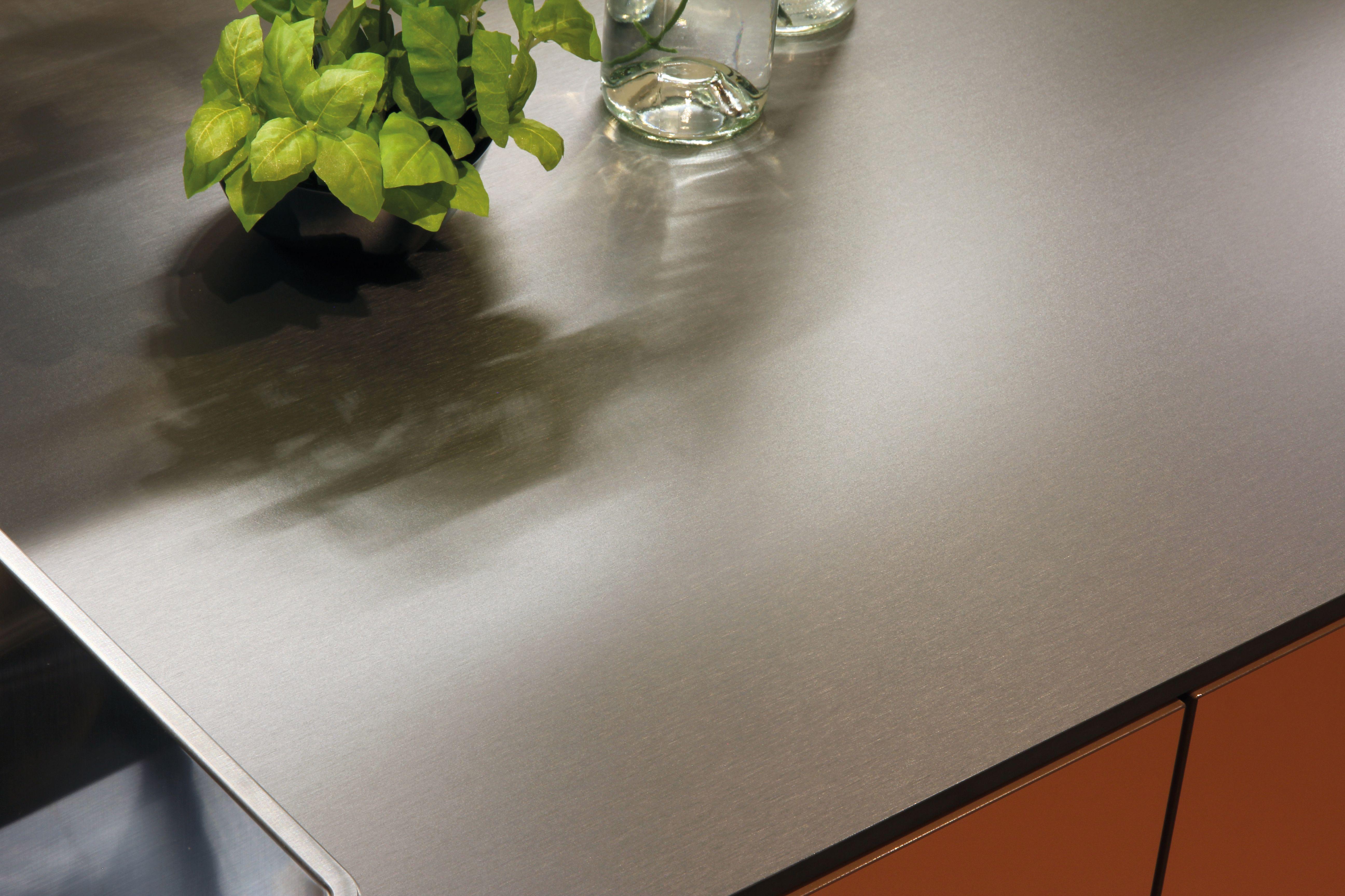 Arbeitsplatte Küche Edelstahl Optik. Arbeitsplatte Küche Ausschnitt ...